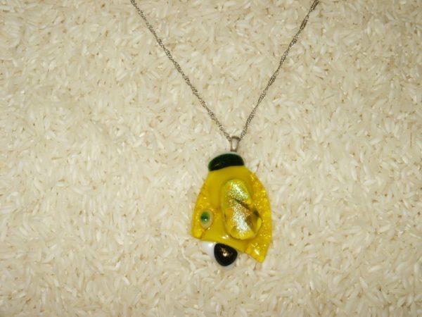 collier pendentif sur chaînette