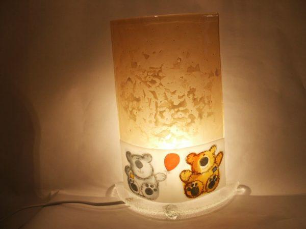 Lampe nounours allumée