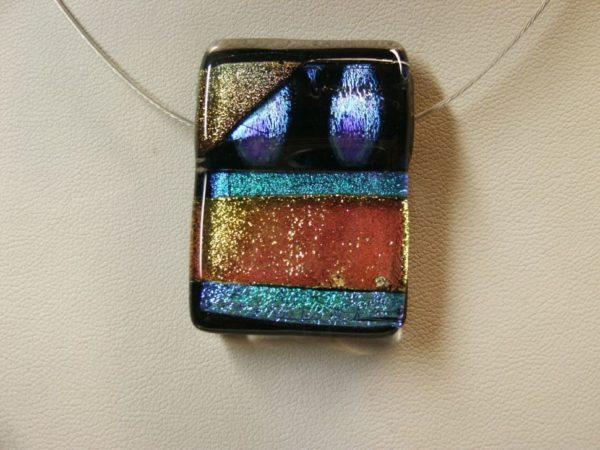 bijou-verre-fusing-dichroïque-pendentif-pièce-unique-made-in-france-design-claire-flus-feu-et-flamme